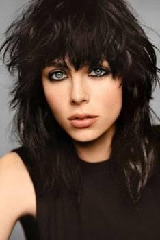 Maquillaje de rockera y combinarlo con peinado rocker.